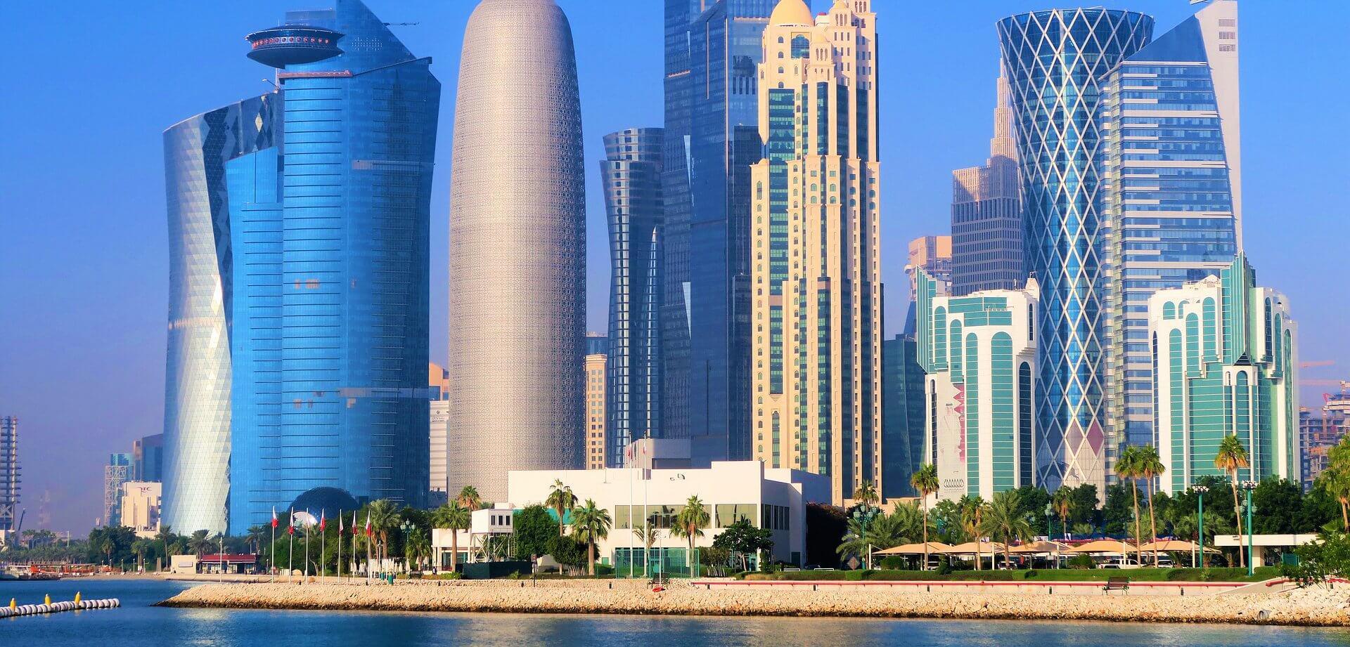 skyscrapers-3850732_1920